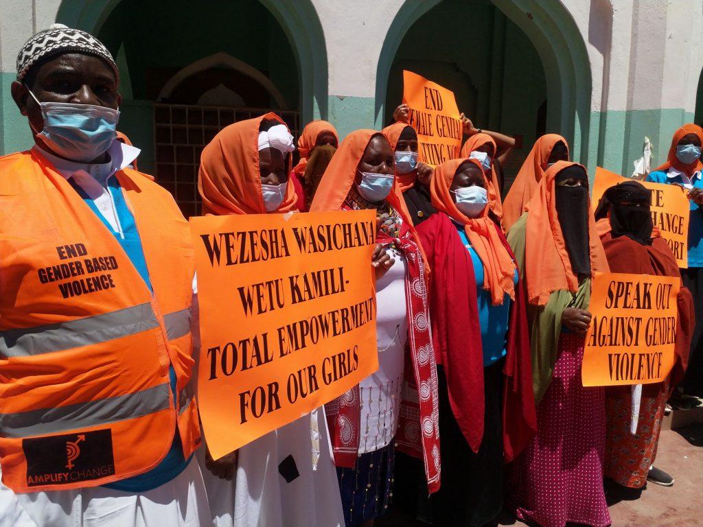 Photo de groupe du Kenya Council of Imams and Ulamma dénonçant la violences basées sur le genre.